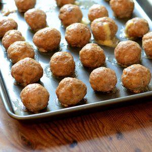 Meatballs on tray 500