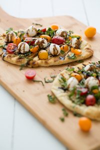grilled_caprese_naan_pizza_feature