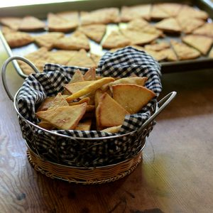 Pita Chips #DIY #appetizers #chips | feedyoursoul2.com