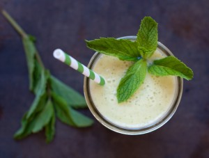 pineapple-mint-and-banana-smoothie