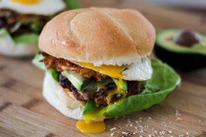 chorizo-y-papas-burger-2-1050x700