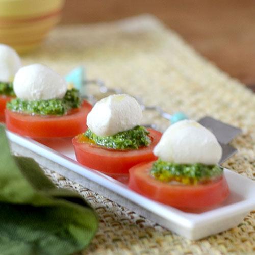 pesto, olive oil, pesto, tomatoes, mozzarella, salt & pepper, parmesan, garlic