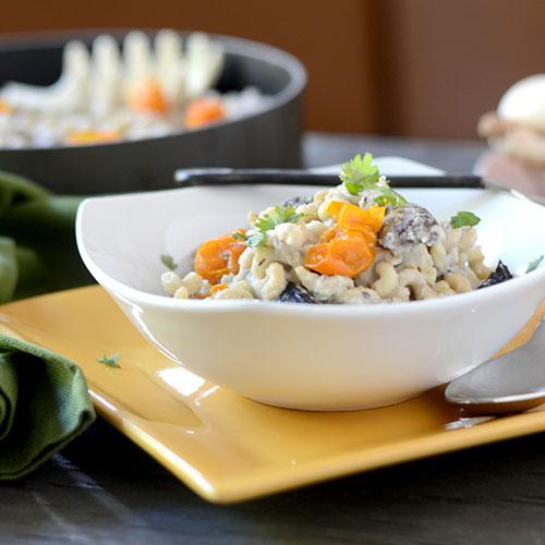 mushrooms, leeks, olive oil, garlic, tomatoes, salt, pepper, cauliflower, sauce, pasta, Italian