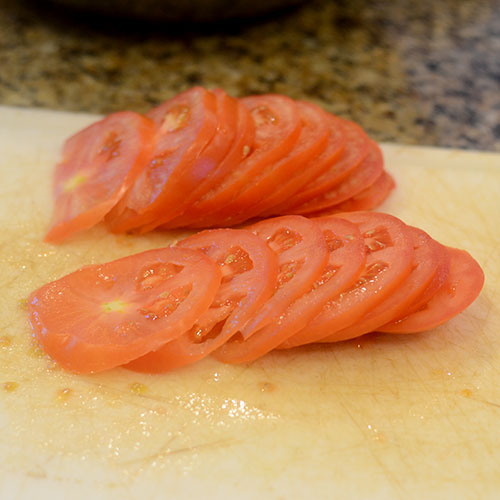 Sliced Tomatoes for Makfoul
