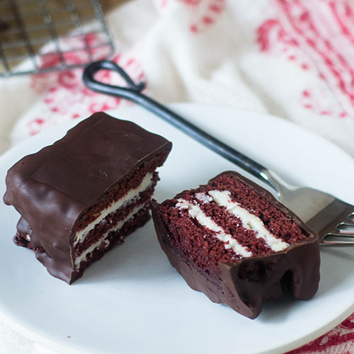 """Red Velvet Layered Ding Dong #chocolate #dessert #redvelvet #Dingdong   feedyoursoul2.com"""