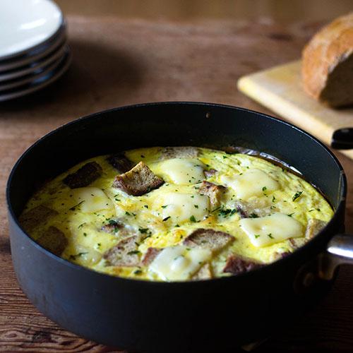 Corned Beef and Swiss Cheese Frittata #eggs #frittata #cornedbeef   feedyoursoul2.com