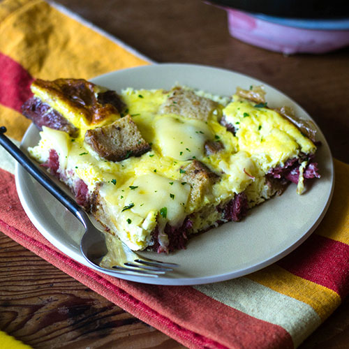 Corned Beef and Swiss Cheese Frittata #eggs #frittata #cornedbeef | feedyoursoul2.com