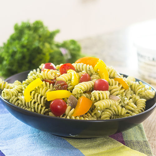 15 Minute Healthy Pesto Pasta #pesto #lvegetarian #15minutemeal | feedyoursoul2.com