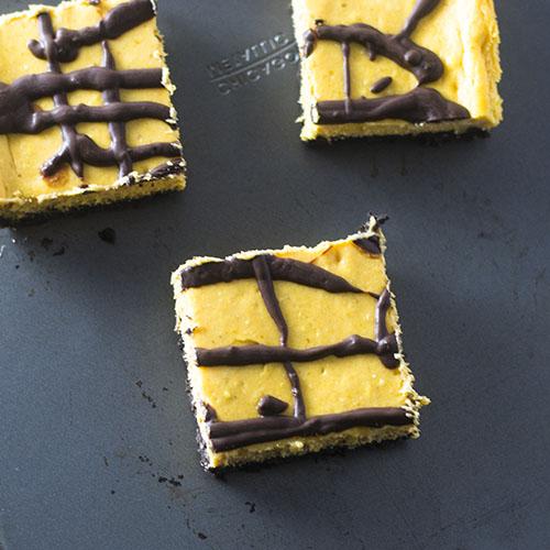 Oreo Pumpkin Layer Bars #dessert #chocolate #pumpkin   feedyoursoul2.com