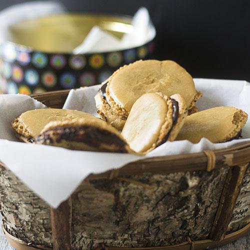 How to Make Chocolate Filled Almond Macarons #glutenfree #cookies #dessert   feedyoursoul2.com