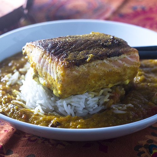 Indian Spiced Salmon in a Curry Sauce #Indianfood #seafood #curry | feedyoursoul2.com