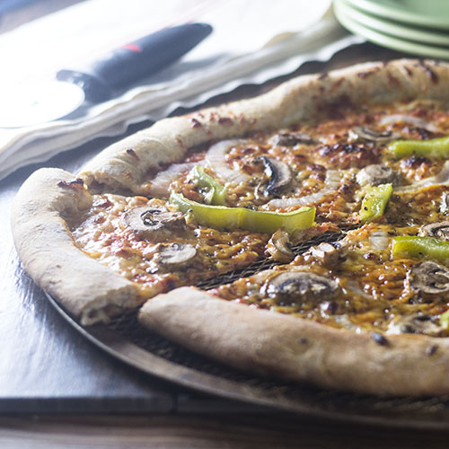 Semi Homemade Veggie Pizza #dinner #pizza #vegetarian | feedyoursoul2.com