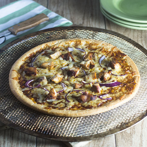 Gluten Free BBQ Chicken Pizza #Italianrecipes #glutenfree #chicken #BBQ | feedyoursoul2.com