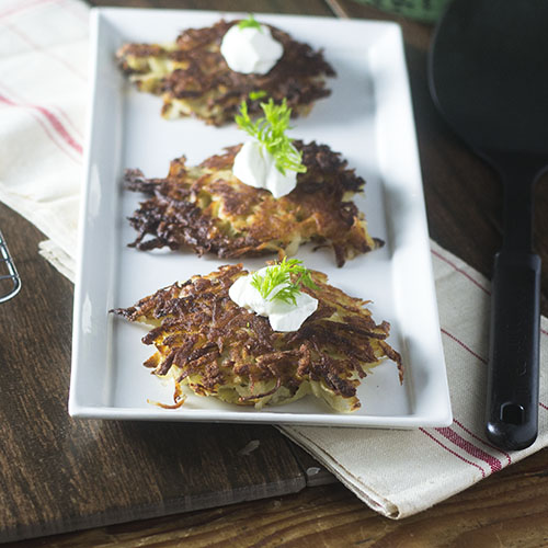 Gluten Free Potato Latkes #potatoes #glutenfree #sidedish | feedyoursoul2.com