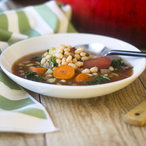 Vegan Navy Bean and Kale Soup #soup #glutenfree #vegan #beans | feedyoursoul2.com