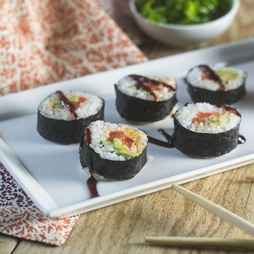 Spicy Salmon Maki Rolls #seafood #sushi #glutenfree | feedyoursoul2.com