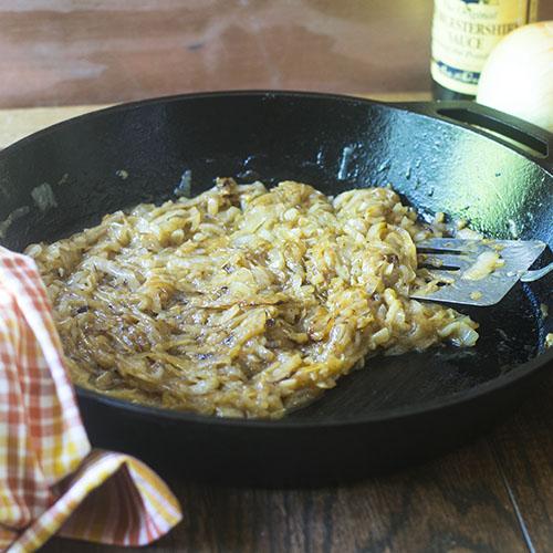 How to Caramelize Onions #DIY #Onions #glutenfree | feedyoursoul2.com