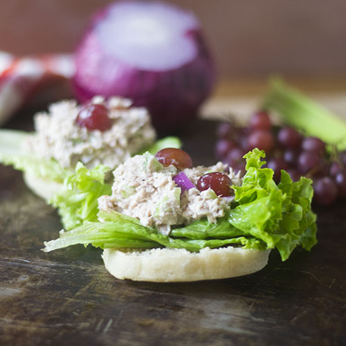 Grape Tuna Salad #sandwich #lunch #tuna #glutenfree | feedyoursoul2.com