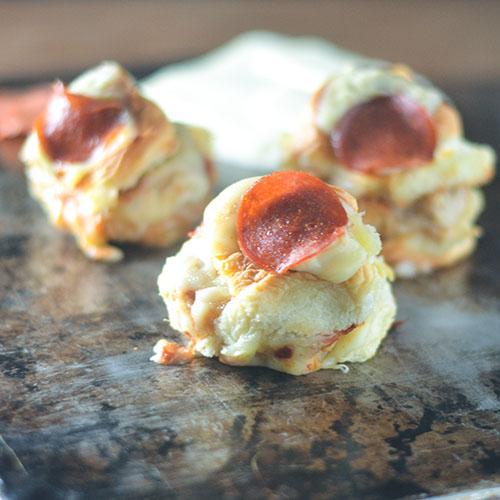 Chicken Sausage Pepperoni Pizza Slider #sausage #pizza #slider | feedyoursoul2.com