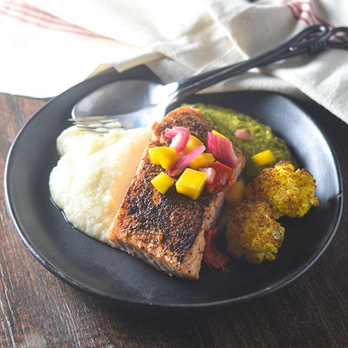 Mango Salsa Topped Salmon #seafood #mangoes #salsa #glutenfree | feedyoursoul2.com