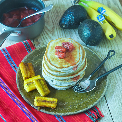 Blue Corn Pancakes with Spicy Strawberry Sauce #breakfast #pancakes #bluecorn| feedyoursoul2.com