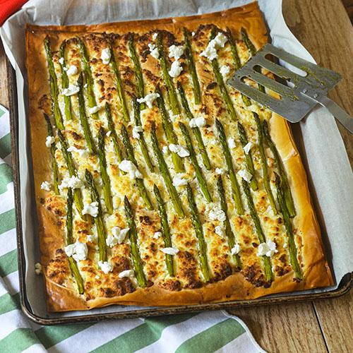 Easy Asparagus Tart #asparagus #tart #goatcheese | feedyoursoul2.com
