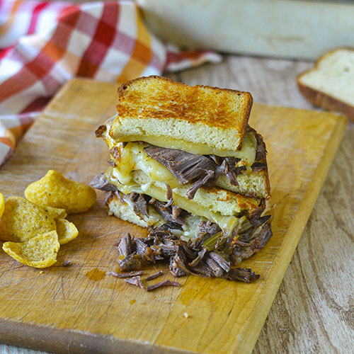 Brisket Grilled Cheese l #glutenfree #sandwich #lunch #cheese | feedyoursoul2.com
