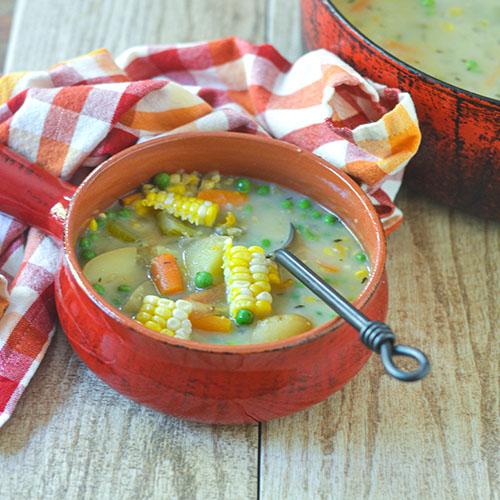 Dairy Free Vegetarian Corn Chowder l #soup #chowder #vegetarian | feedyoursoul2.com