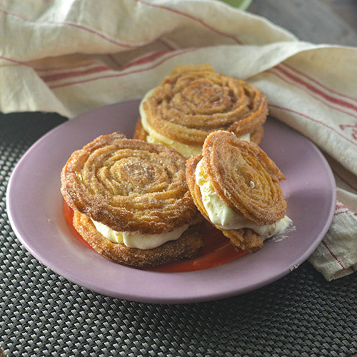 Churro Ice Cream Sandwiches l #churros #icecream #Mexicanrecipe #dessert | feedyoursoul2.com