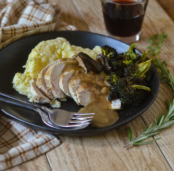 Chicken with Mushroom Gravy l #chicken #glutenfree #mushrooms #gravy | feedyoursoul2.com