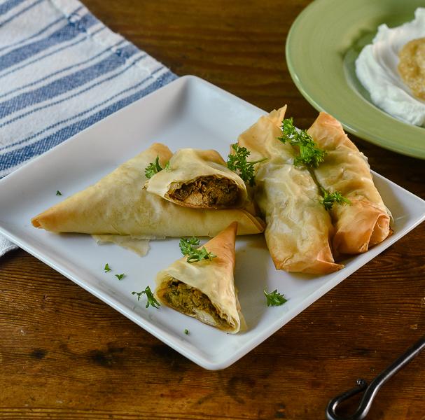 Chicken Bastilla l #appetizer #moroccanfood #cinnamon | feedyoursoul2.com
